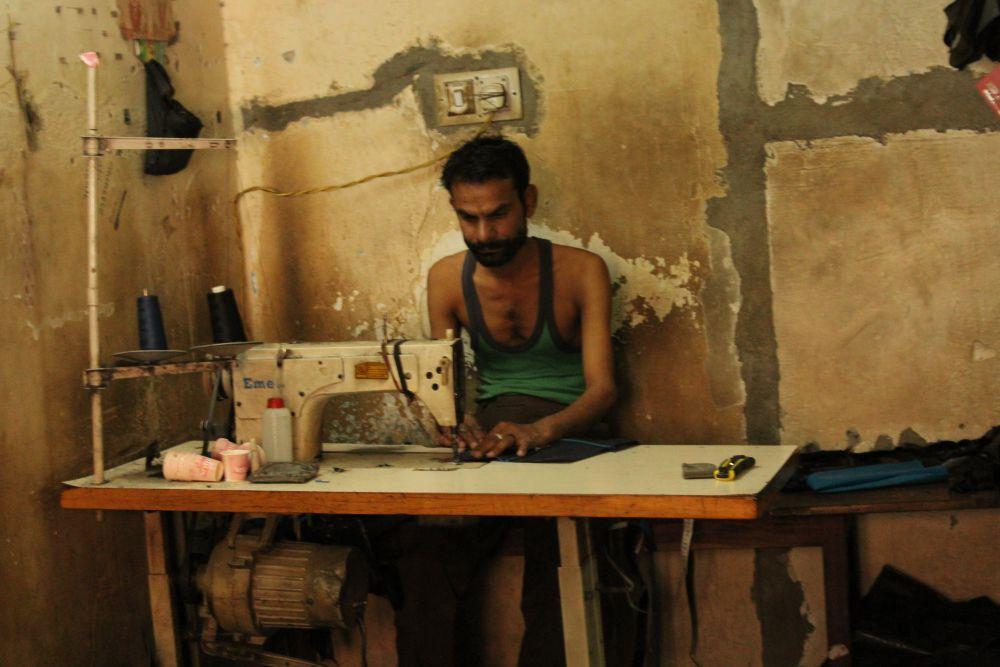 Ghanshyam working at a manufacturing unit. Credit: Shruti Jain