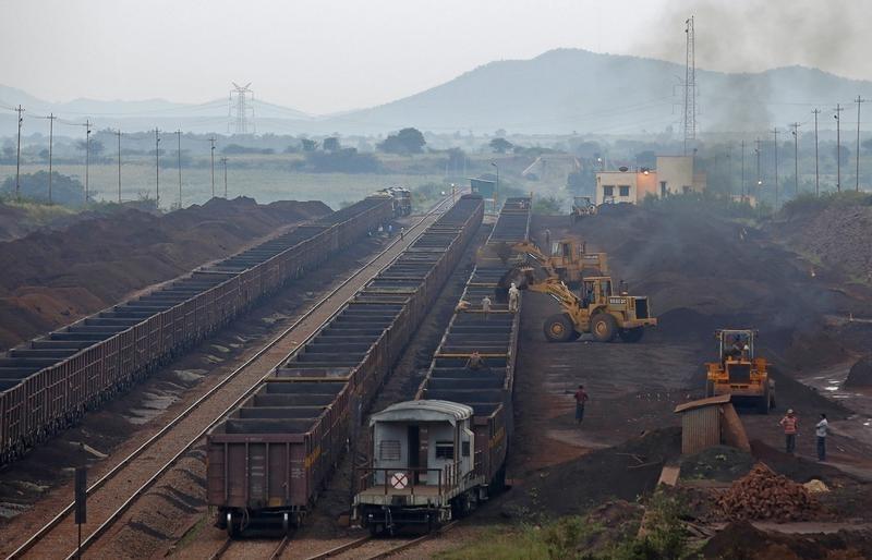 Freight trains are loaded with iron ore at a railway station at Chitradurga in Karnataka November 9, 2012. REUTERS/Danish Siddiqui/Files
