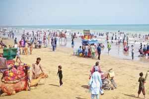 Visitors throng Hawke's Bay beach in Karachi. Credit: Fahim Siddiqui, White Star