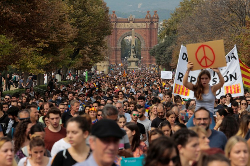 People walk during a demonstration two days after the banned independence referendum in Barcelona, Spain, October 3, 2017. Credit: Reuters