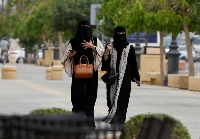 Women walk in Riyadh, Saudi Arabia, May 10, 2017. Credit: Reuters