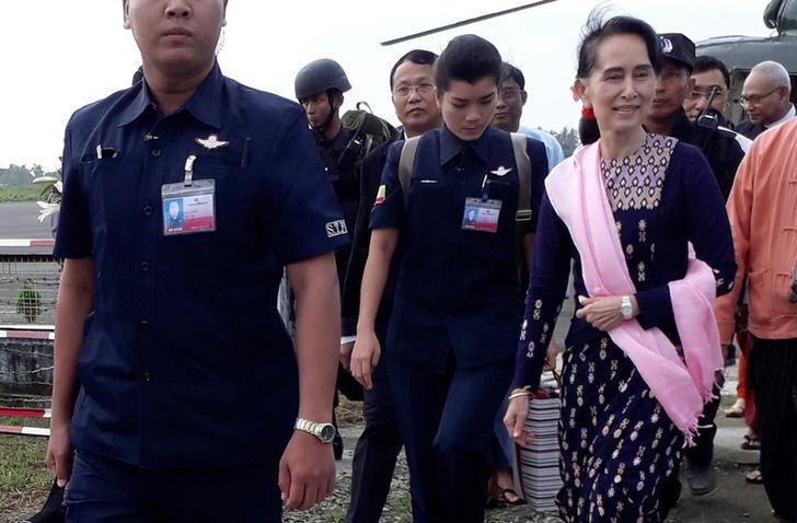 Myanmar's de facto leader Aung San Suu Kyi arrives at Sittwe airport in the state of Rakhine November 2, 2017. Credit: Reuters