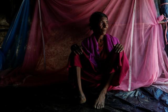 Rohingya refugee Kalabarow, 50, poses for a photograph at Leda refugee camp, in Bangladesh, October 15, 2017. Credit: Reuters/Jorge Silva