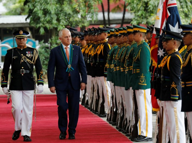 Australian Prime Minister Malcolm Turnbull reviews an honour guard during an anti-terror demonstration of Australian and Philippine soldiers at Camp Aguinaldo, on the sidelines of the Association of South East Asian Nations Summit, in Quezon City, metro Manila, Philippines, November 13, 2017. Credit: Reuters/Dondi Tawatao