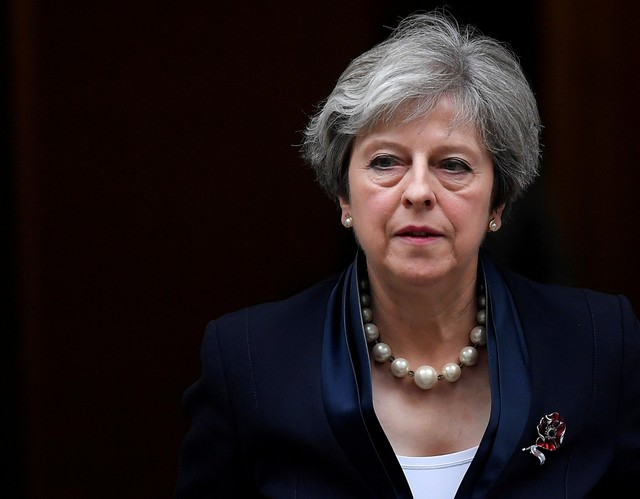 FILE PHOTO: Britain's Prime Minister Theresa May leaves 10 Downing Street in London, November 1, 2017. Credit: Reuters/Toby Melville /File Photo