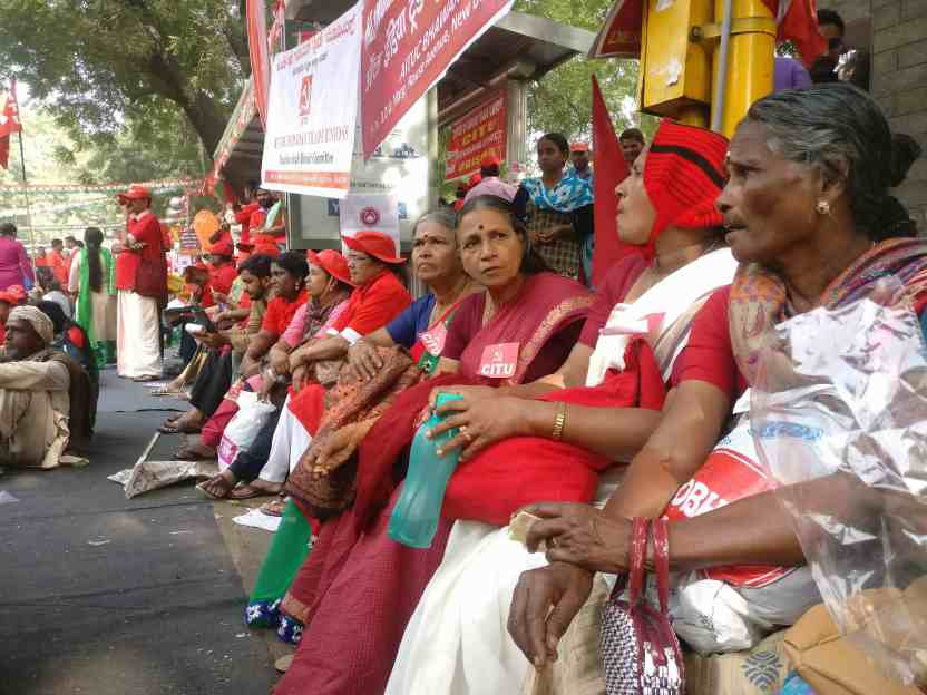 Women at the workers' protest. Credit: Ajoy Ashirwad Mahaprashasta/The Wire