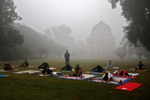 People exercise in a park on a smoggy morning in New Delhi, India, November 9, 2017. Credit: Reuters/Saumya Khandelwal