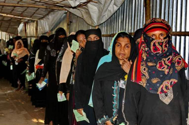 Rohingya women line up for food rations at Leda camp in Cox's Bazar. Credit: Farid Ahmed/IPS