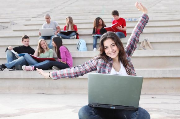 Teen Girl with laptop — 10 Tips for Parents of Homeschoolers Taking Online Courses