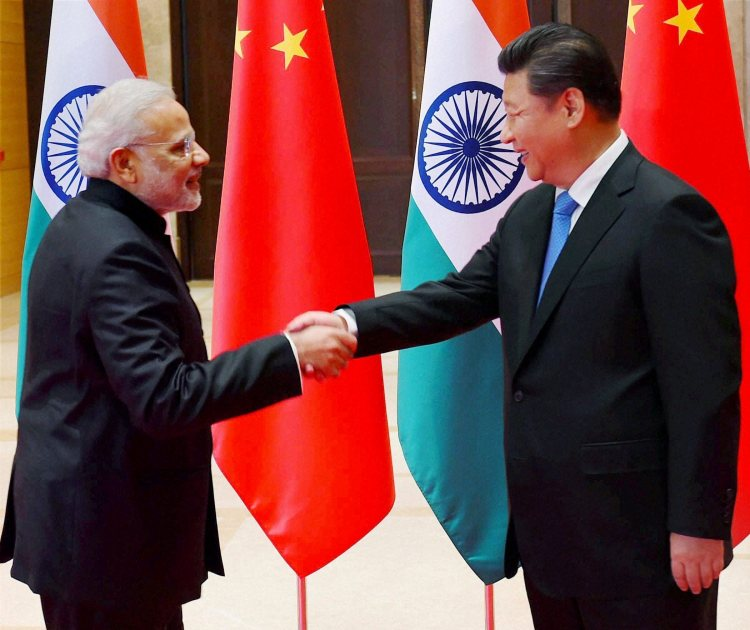 Xi'an : Prime Minister Narendra Modi shakes hands with Chinese President Xi Jinping during a meeting in Xi'an, Shaanxi Province, China on Thursday. PTI Photo by Shahbaz Khan (PTI5_14_2015_000156B) *** Local Caption ***