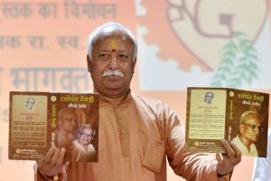 "New Delhi: RSS chief Mohan Bhagwat releasing the1st and 2nd edition of ""Dattopant Thegdi- Jiwan Darshan"" during the Bhartiya Majdoor Shangh function in New Delhi on Sunday. PTI Photo by Vijay Verma (PTI8_30_2015_000183B)"