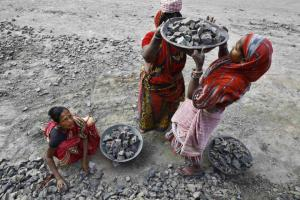 Women labourers work at the construction site of a road in Kolkata January 8, 2015. REUTERS/Rupak De Chowdhuri