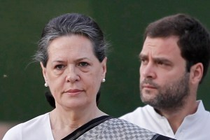 Chief of India's ruling Congress party Sonia Gandhi (L) pays tribute at her husband Rajiv Gandhi's memorial as her son and a lawmaker Rahul Gandhi watches on the 21st anniversary of the former Prime Minister's death in New Delhi May 21, 2012. Rajiv Gandhi was killed by a female suicide bomber during election campaigning on May 21, 1991. REUTERS/Adnan Abidi (INDIA - Tags: POLITICS OBITUARY ANNIVERSARY) - RTR32E0R
