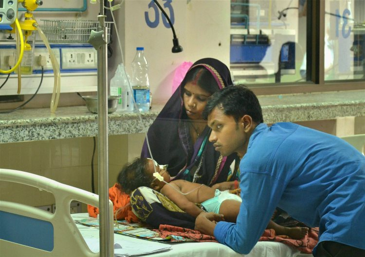Gorakhpur: A child receives treatments in the Encephalitis Ward at the Baba Raghav Das Medical College Hospital in Gorakhpur district on Sunday. More than 30 children have died at the hospital in the span of 48 hours. PTI Photo (PTI8_13_2017_000201A)