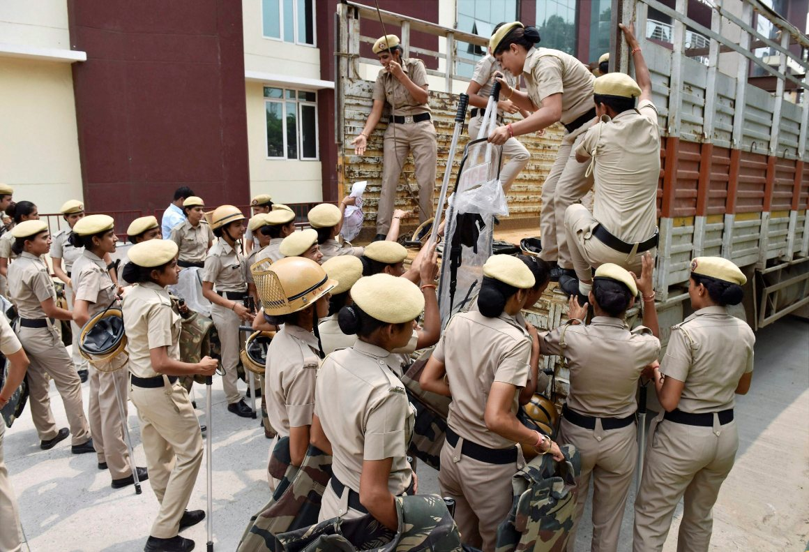 Gurugram: Women police personnel prepare in Gurugram in view of the verdict in the case against Dera Sacha Sauda chief Gurmeet Ram Rahim on Friday. PTI Photo (PTI8_25_2017_000053B)