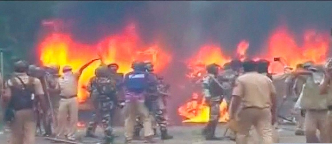 Panchkula: Vehicles burn during arson following Dera Sacha Sauda chief Gurmeet Ram Rahim's conviction in Panchkula on Friday. PTI Photo / TV GRAB AAJ TAK(PTI8_25_2017_000124B)