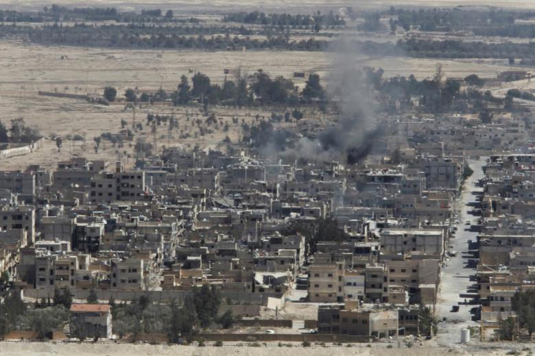 Smoke rises from the modern city of Palmyra, in Homs Governorate, Syria April 1, 2016. REUTERS/Omar Sanadiki