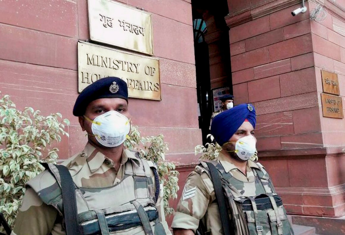 New Delhi: CISF jawans wear anti-pollution masks on duty, in New Delhi on Tuesday. PTI Photo (PTI11_7_2017_000221B)
