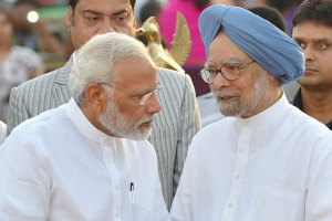 प्रधानमंत्री नरेंद्र मोदी और पूर्व प्रधानमंत्री मनमोहन सिंह. (फाइल फोटो: पीटीआई)