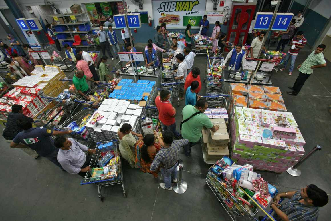 Customers wait to pay for their goods at a Best Price Modern Wholesale store, a joint venture of Wal-Mart Stores Inc and Bharti Enterprises, at Zirakpur in the northern Indian state of Punjab September 14, 2012. India opened its supermarkets to foreign direct investment and allowed foreign airlines to invest in local carriers in a spate of reform initiatives on Friday, a day after New Delhi raised the price of heavily subsidised diesel. REUTERS/Ajay Verma (INDIA - Tags: BUSINESS POLITICS FOOD)