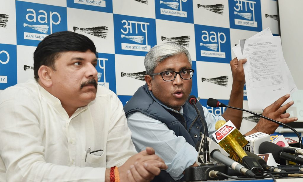 New Delhi: AAP Rajya Sabha MP Sanjay Singh with party's spokesperson Ashutosh addresses a press conference in New Delhi on Wednesday. PTI Photo by Manvender Vashist(PTI2_21_2018_000055B)