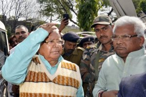 Ranchi: Former Bihar CM Lalu Prasad Yadav being taken to the Special CBI Court from Birsa Munda Jail, in Ranchi on Wednesday. Lalu Prasad Yadav has been found guilty in the third fodder scam case related to fradulent withdrawal from Chaibasa Treasury case. PTI Photo (PTI1_24_2018_000138B)