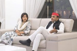 Akhilesh-Yadav-and-Dimple-Yadav The Wire