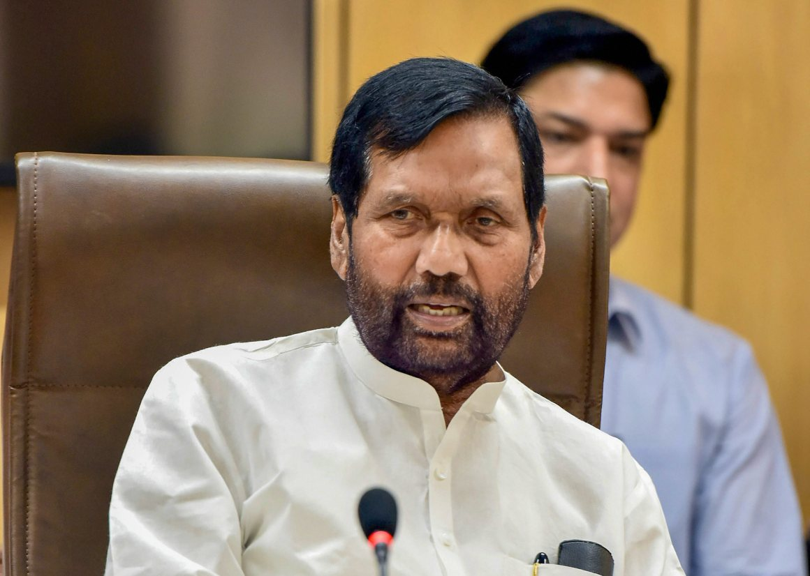 New Delhi: Union Minister for Consumer Affairs, Food and Public Distribution, Ram Vilas Paswan briefs the Media on the issues related to his Ministry, in New Delhi on Monday. PTI Photo / PIB(PTI4_23_2018_000070B)