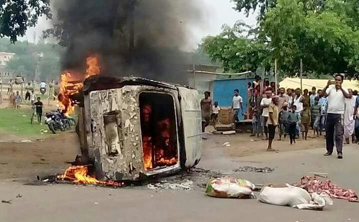 गोमांस ले जाने के शक में भीड़ ने अलीमुद्दीन अंसारी की पीट-पीटकर हत्या करने के बाद उनकी में आग लगा दी थी. (फाइल फोटो: ट्विटर)
