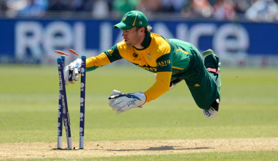 South Africa's A B de Villiers dives in an attempted run out during the ICC Champions Trophy group B match against India at Cardiff Wales Stadium in Cardiff, Wales June 6, 2013. REUTERS/Philip Brown (BRITAIN - Tags: SPORT CRICKET TPX IMAGES OF THE DAY) - RTX10DO6