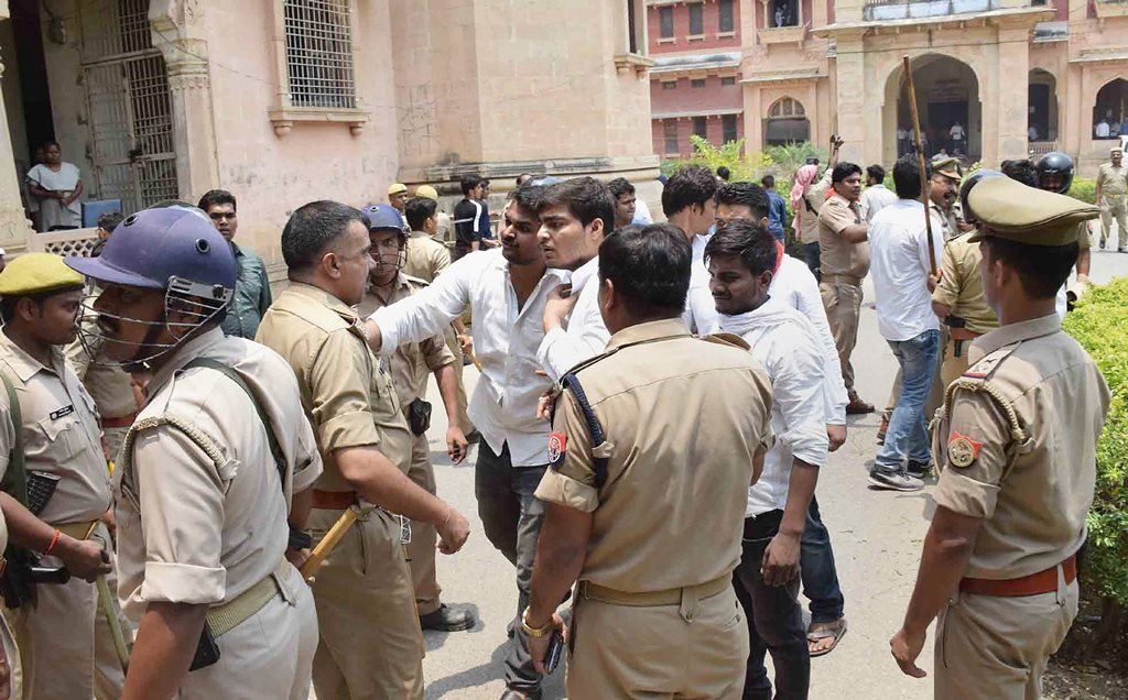 Allahabad: Police try to pacify the Allahabad Central University students, who were protesting against the 'hostel washout' decision of the administration, in Allahabad on Tuesday, June 05, 2018. (PTI Photo) (PTI6_5_2018_000054B)