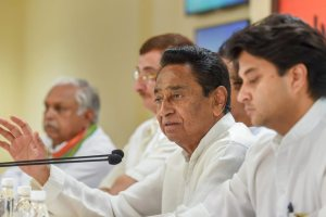 New Delhi: Congress Madhya Pradesh President Kamal Nath with senior Congress leader Jyotiraditya Scindia and others address a press conference, in New Delhi, on Sunday, June 03, 2018. (PTI Photo/Atul Yadav) (PTI6_3_2018_000064B)