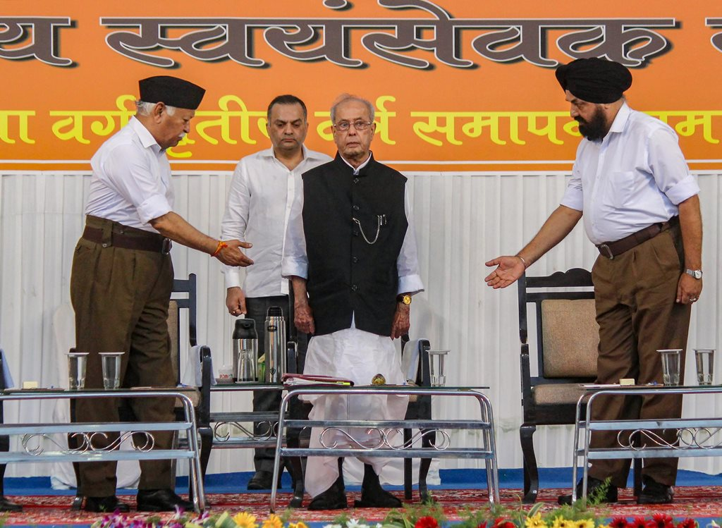 Nagpur: Former president Pranab Mukherjee with Rashtriya Swayamsevak Sangh (RSS) chief Mohan Bhagwat at the closing ceremony of 'Tritiya Varsha Sangh Shiksha Varg', an (RSS) event to mark the conclusion of a three-year training camp for Swayamsevaks, in Nagpur on Thursday, June 07, 2018. (PTI Photo)(PTI6_7_2018_000165B)