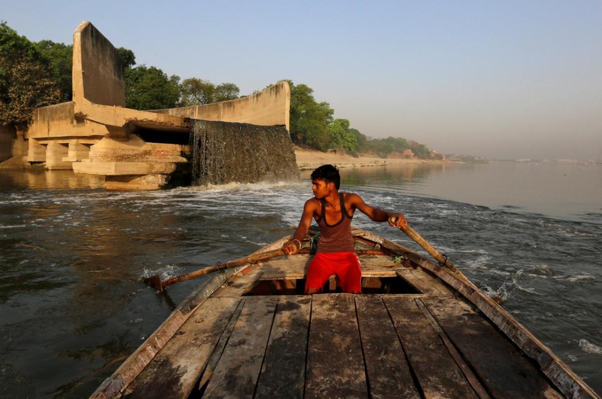 3,867 करोड़ रुपये ख़र्च करने के बावजूद मोदी सरकार में और दूषित हुई गंगा: आरटीआई