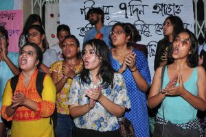 Kolkata: Students of Jadavpur University protest against the university's decision to scrap entrance tests for undergraduate courses, at Jadavpur University in Kolkata on Thursday, July 5, 2018. (PTI Photo) (PTI7_5_2018_000188B)