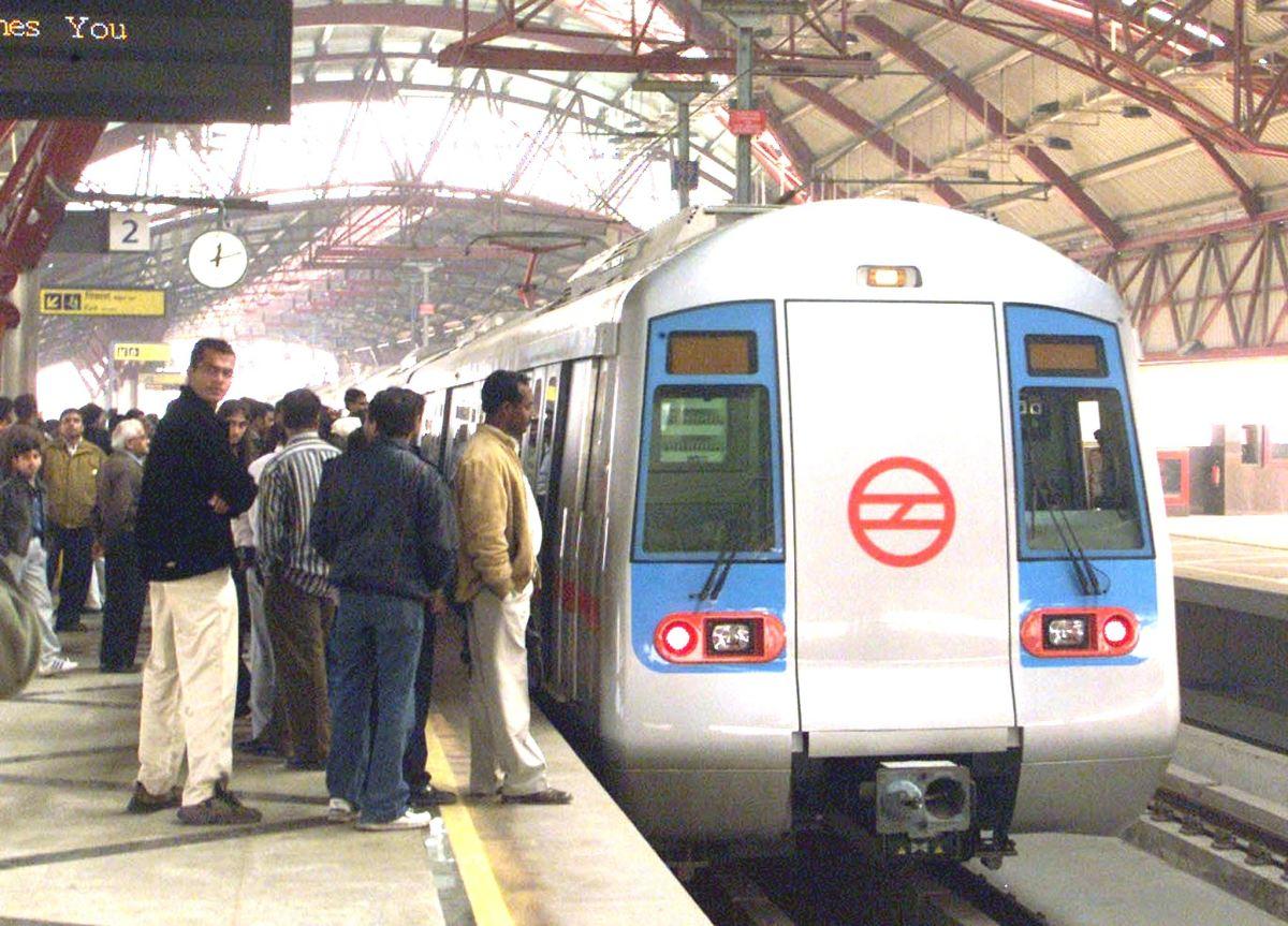 दिल्ली मेट्रो यात्रियों को मुफ्त पानी मुहैया न कराने को सही कैसे ठहरा सकता है: दिल्ली हाईकोर्ट