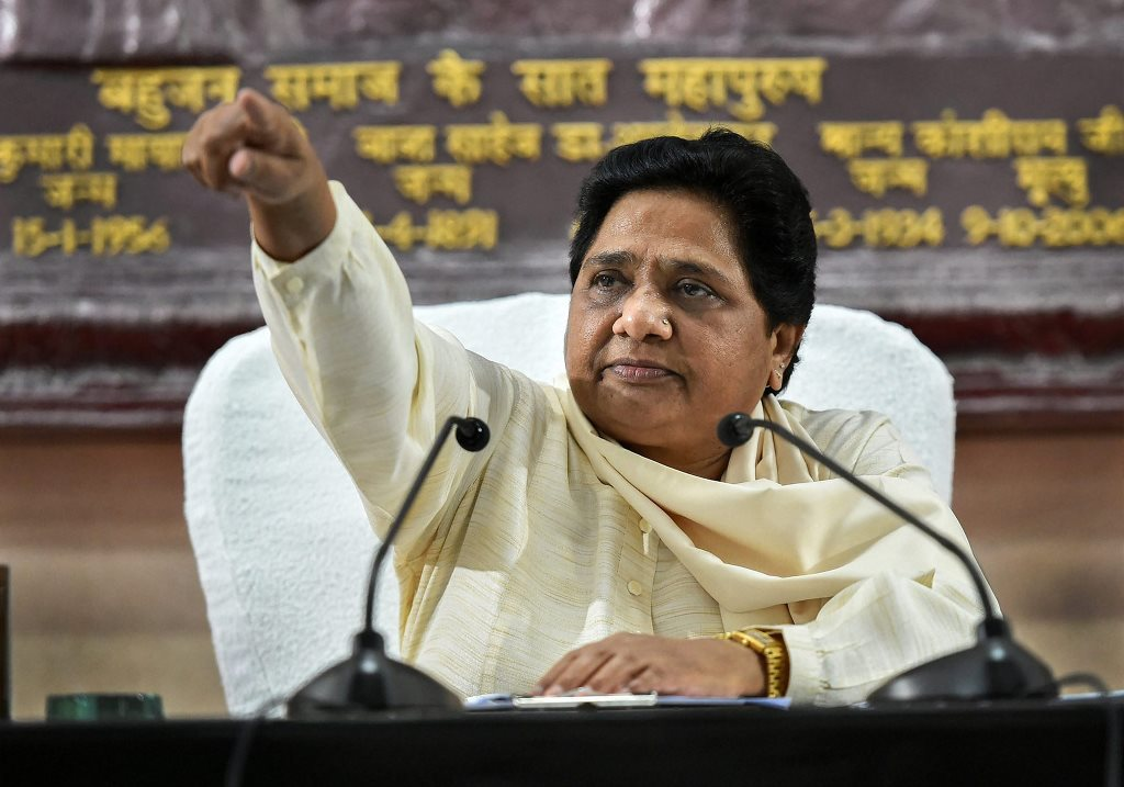 Lucknow: Bahujan Samaj Party supremo Mayawati addresses a press conference, in Lucknow, Sunday, Sept 16, 2018. (PTI Photo/Nand Kumar)