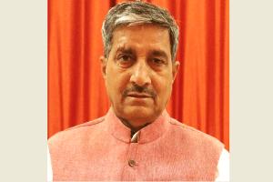 उत्तर प्रदेश के सहकारिता मंत्री और भाजपा विधायक मुकुट बिहारी वर्मा. (फोटो साभार: फेसबुक)