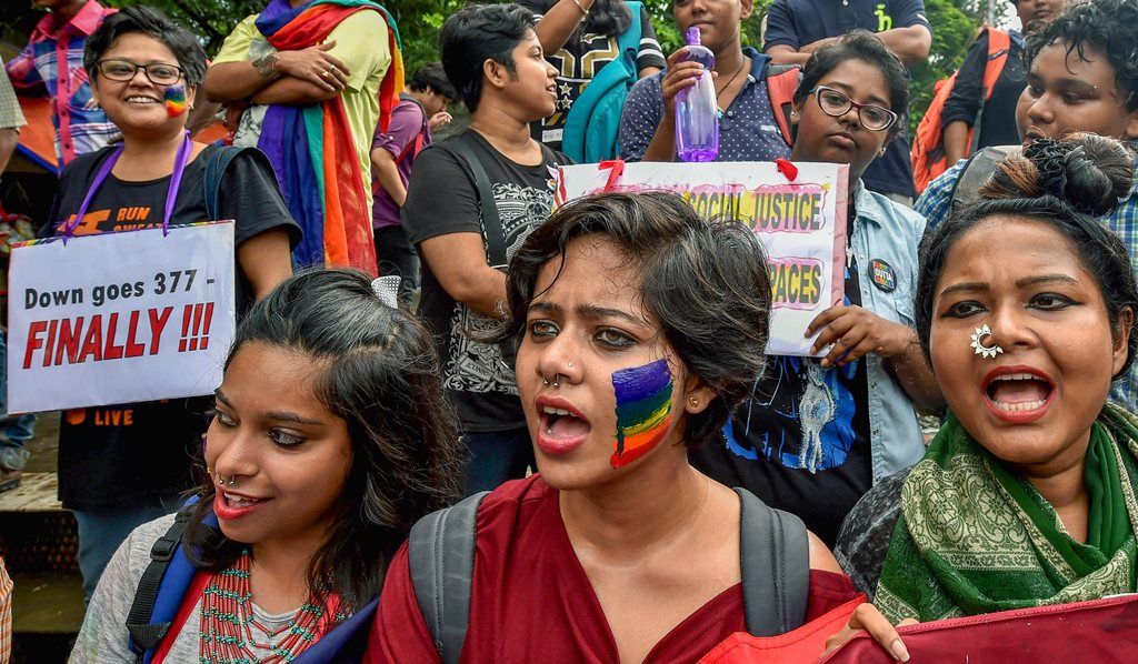 Kolkata: LGBTQ community members celebrate after the Supreme Court verdict which decriminalises consensual gay sex, in Kolkata, Thursday, Sept 06, 2018. A five-judge constitution bench of the Supreme Court unanimously decriminalised part of the 158-year-old colonial law under Section 377 of the IPC which criminalises consensual unnatural sex. (PTI Photo/Swapan Mahapatra)(PTI9_6_2018_000216B)