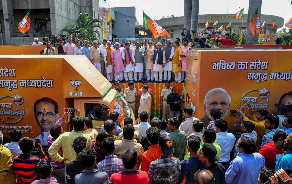 Bhopal: Madhya Pradesh Chief Minister Shivraj Singh Chouhan with Union MInister Narendra Singh Tomar, State BJP President Rakesh Singh and other leaders flag off the hightech Election Campaign 'Rath' at State Party Headquarter, in Bhopal, Sunday, Oct 21, 2018. (PTI Photo) (PTI10_21_2018_000162B)