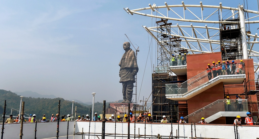 Kevadiya: Final touches being given to the Statue of Unity at Kevadiya Colony, about 200 kilometers from Ahmadabad, Thursday, October 18, 2018. The Statue of Unity, a 182-meters tall tribute to Indian freedom fighter Sardar Vallabhbhai Patel, will be inaugurated on Oct. 31 and is slated to be the world's tallest statue. (PTI Photo/Santosh Hirlekar) (PTI10_18_2018_000076B)