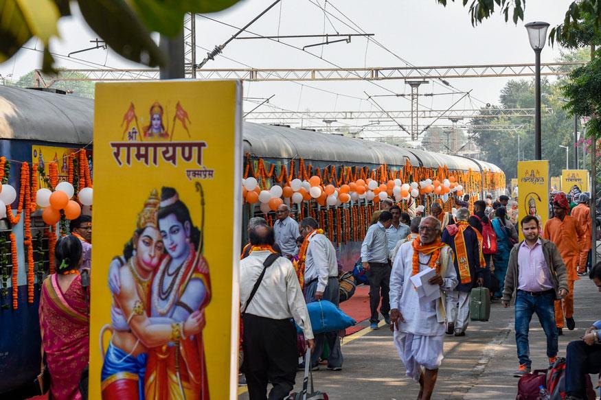 दिल्ली के सफदरगंज स्टेशन पर श्री रामायण एक्सप्रेस (फोटो: पीटीआई)