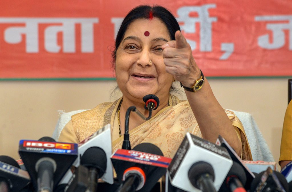 Jabalpur: External Affairs Minister Sushma Swaraj addresses the media persons ahead of Madhya Pradesh Assembly elections, in Jabalpur, Monday, Nov.19, 2018. (PTI Photo) (PTI11_19_2018_000081B)