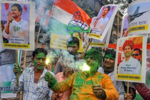 Kolkata: Congress workers celebrate the party's good show in the Assembly elections of Rajasthan, Chhattisgarh and Madhya Pradesh, in Kolkata, Tuesday, Dec. 11, 2018. (PTI Photo) (PTI12_11_2018_000141)