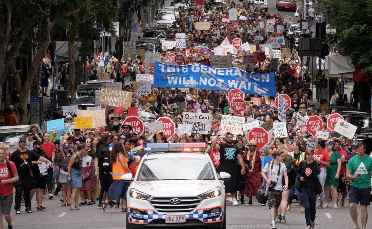 ऑस्ट्रेलिया के कई शहरों में अडाणी के कोलमाइन प्रोजक्ट के ख़िलाफ़ सड़क पर उतरे छात्र-छात्राएं