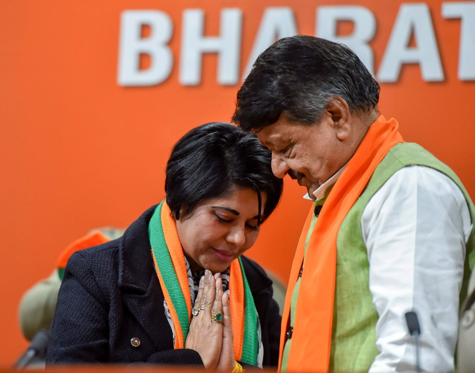 New Delhi: Bharati Ghosh, former IPS officer of West Bengal joins BJP in presence of senior party leader Kailash Vijayvargiya in New Delhi, Monday, Feb 4, 2019. (PTI Photo/Ravi Choudhary)(PTI2_4_2019_000186B)