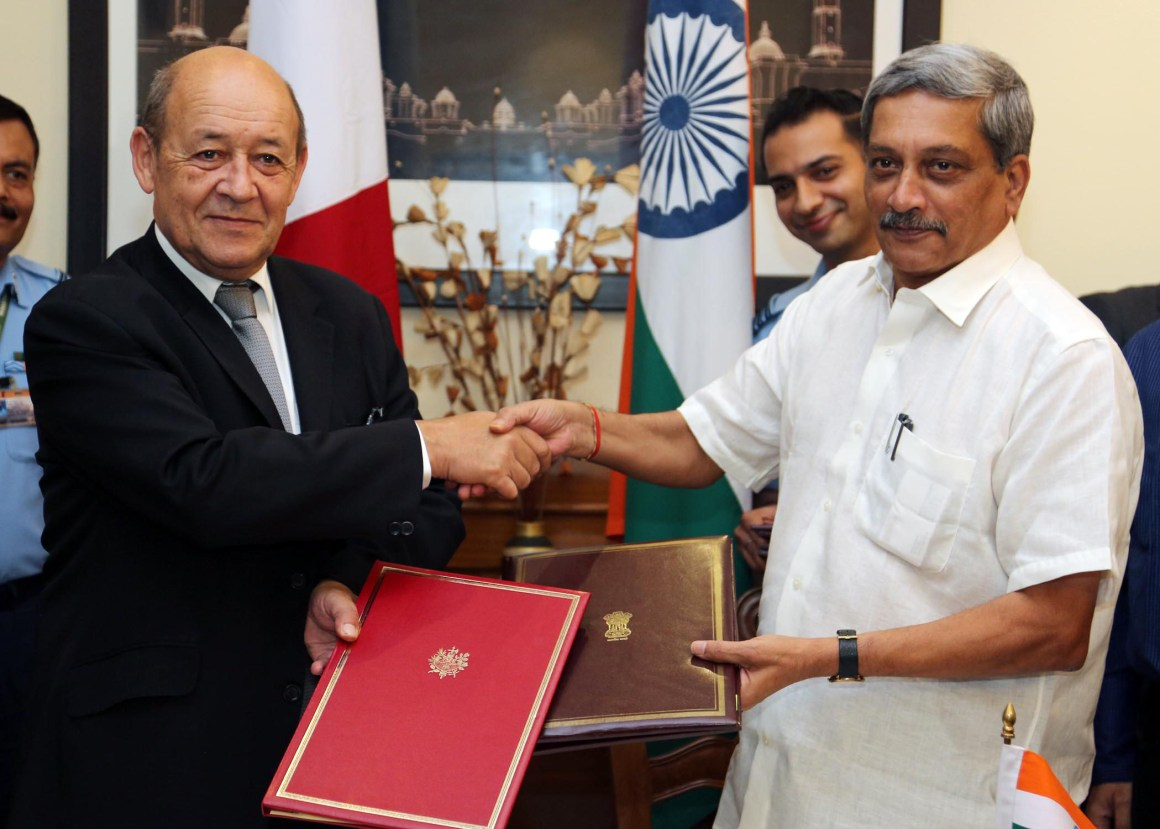 The Union Minister for Defence, Shri Manohar Parrikar and the French Defence Minister, Mr. Jean-Yves Le Drian, exchanging the Rafale contract agreement, in New Delhi on September 23, 2016.
