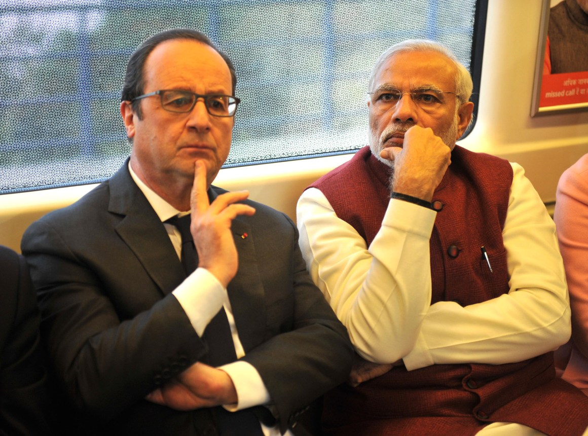 The Prime Minister, Shri Narendra Modi and the President of France, Mr. Francois Hollande, travel on Delhi metro on way to Gurgaon on January 25, 2016.