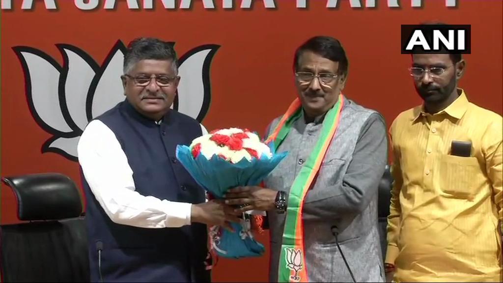 टाम वडक्कन ने भाजपा नेता रविशंकर प्रसाद की मौजूदगी में पार्टी में शामिल हुए. (फोटो साभार: एएनआई)