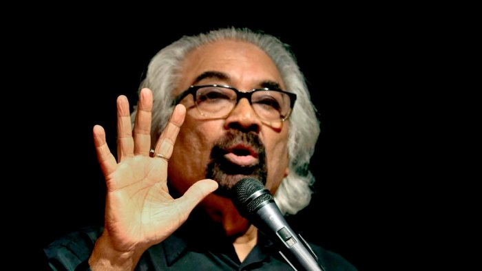 Ahmedabad: Congress leader Sam Pitroda interacts with members of Youth Congress, in Ahmedabad, Thursday, April 18, 2019. (PTI Photo) (PTI4_18_2019_000327B)